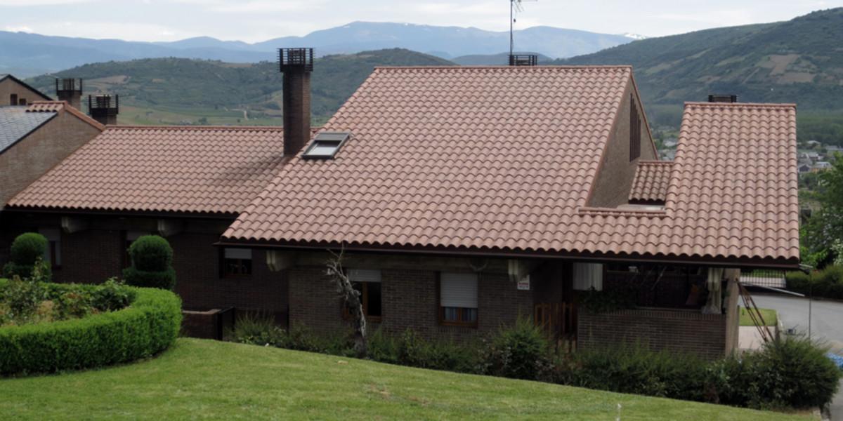 Villafranca-del-Bierzo-teja_Verea_S-marron