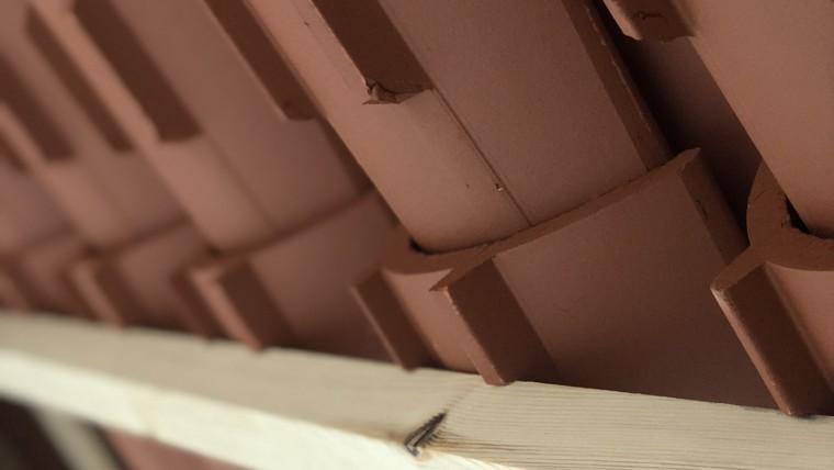 Tejas Verea fabrica una teja talón para colocar sobre soportes discontinuos